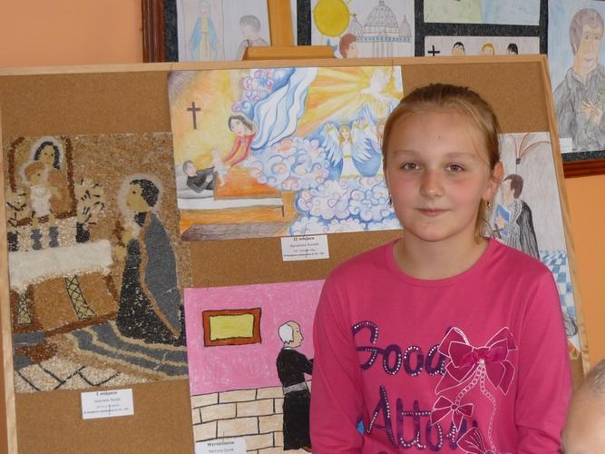 Agnieszka obok swojej pracy